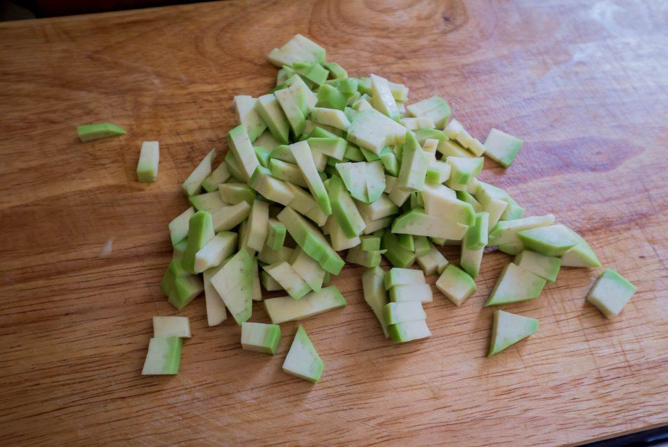 Авокадо порезанный кубиками
