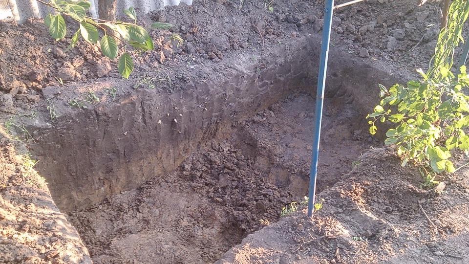 Продолжаем капать яму под инфильтратор